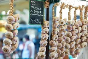 Knoblauch zum Verkauf in der Provence Frankreich foto
