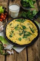 Frittata mit Spinat und Knoblauch foto
