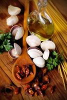 Zutaten für Spaghetti mit Muscheln foto