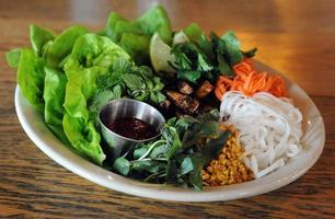 Laotion Salat Wraps Tisch foto