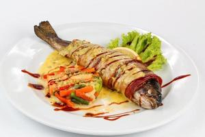 Salat gegen Lachs foto