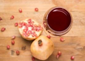 frischer Granatapfelsaft foto