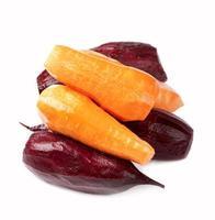 Rüben und die Karotten schälten eine Schale foto