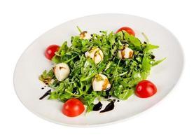 Salat aus Eruca und Käse foto