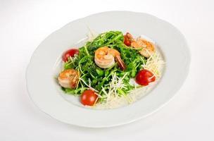 Salat aus Eruca und Garnelen foto