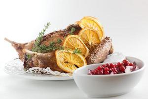 Fleischstücke mit Beilage foto
