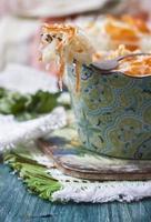 Sauerkraut oder Sauerkohl im rustikalen Stil. russische Küche. foto