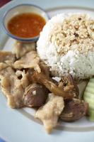Rindfleischsuppe auf Reis foto