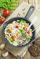 Gerstenbrei mit Gemüse foto