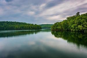 Gewitterwolken über Prettyboy Reservoir, in Baltimore County, Mary