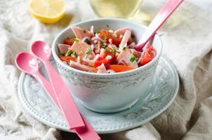 Salat mit Schinken und Tomaten