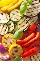 gesunder Hintergrund des gegrillten Gemüses foto