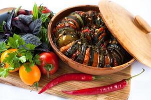 leckeres Gericht mit Gemüse Ratatouille foto