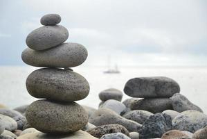 Steinhaufen im Zen-Stil