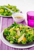 Salat mit Spinat, Orangen und Nüssen foto