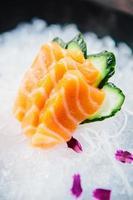 verschiedene Arten von frischem rohem Sashimi foto