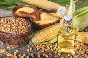 Mais mit Grieß Polenta und Maisöl foto