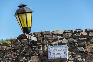 historische Lampe, Straßen von Colonia, Uruguay. foto
