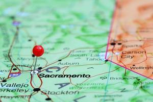Sakramento auf einer Karte von USA festgesteckt