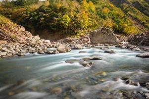 rauschender Fluss foto