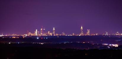 Nachtlandschaftsbild der Innenstadt von Atlanta foto