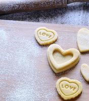 hausgemachte Kekse zum Valentinstag. foto