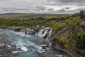 Fluss und Wasserfall foto