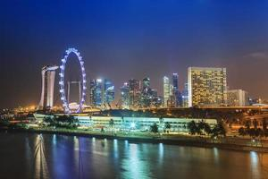 Blick auf die Skyline der Stadt Singapur in der Marina Bay