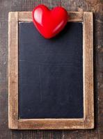 Vintage Kreidetafel und rotes Herz foto