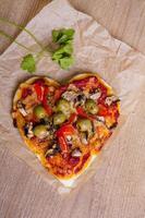 herzförmige Pizza foto