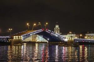 die palastbrücke in st petersburg russland