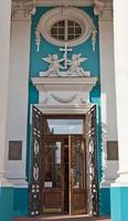 Eingang der armenischen Kirche (1780) in Saint Petersburg foto