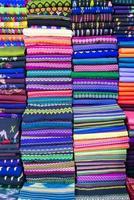 Birmania bunte Kleidung foto