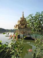 Pagode auf Kandawgyi See, Yangon foto