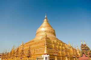 heilige Shwezigon-Pagode in der archäologischen Stätte von Bagan. einer von fünf foto