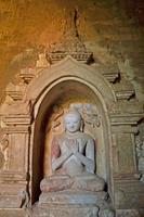 Buddha-Statue in den Tempel. Bagan, Myanmar (Birma)