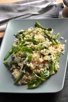 Risotto mit grünen Bohnen und Basilikum foto