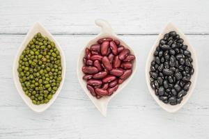 schwarze Bohnen, rote Bohnen und Mungobohnen foto