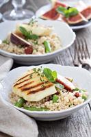 Couscous-Salat mit grünen Bohnen und Käse