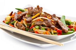 gegrilltes Fleisch und Gemüse foto