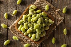 rohe frische organische grüne Kichererbsenbohnen foto
