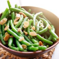 grüne Bohnen mit Mandeln foto