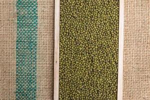 grüner Mungobohnenhintergrund