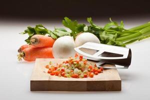 Zwiebel, Karotte und Sellerie