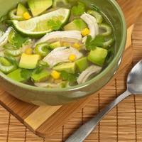Hühnchen-Avocado-Suppe foto