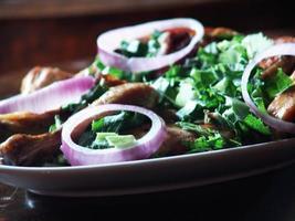 Huhn mit Salat foto