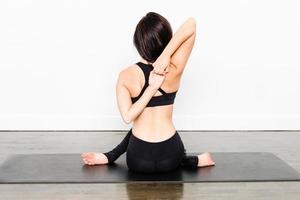 Yoga-Serie - Kuhgesichtspose foto
