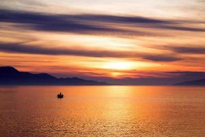 Landschaft mit Booten und Meer