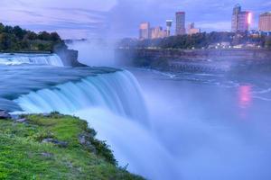 Niagara Falls, amerikanische Seite bei Sonnenaufgang. foto