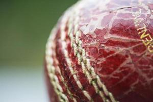 abgenutzter Cricketball foto